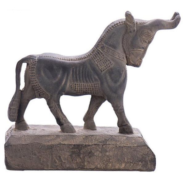 مجسمه تندیس و پیکره شهریار مدل گاو حجمی دروازه ملل کد MO1300