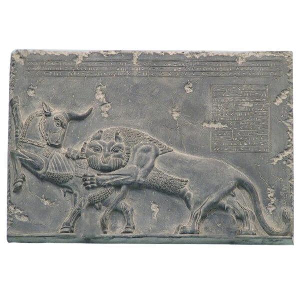مجسمه تندیس و پیکره شهریار مدل کتیبه جنگ شیر و گاو کد MO390 سایز متوسط