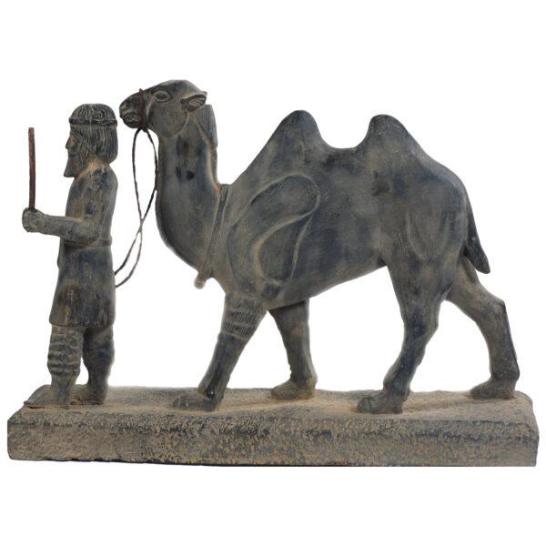 مجسمه تندیس و پیکره شهریار مدل هدیه آور رخجی حجمی کد MO2420