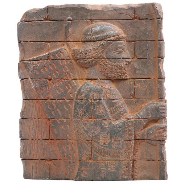 مجسمه تندیس و پیکره شهریار طرح کتیبه سرباز هخامنشی آویزدار کد MO2870