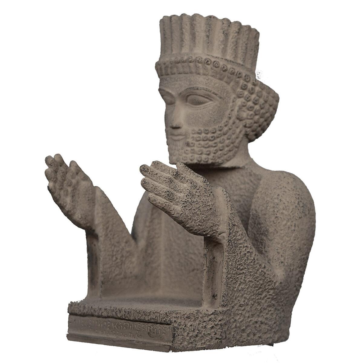 مجسمه تندیس و پیکره شهریار مدل جای لوح فشرده سرباز پارسی کد MO1870